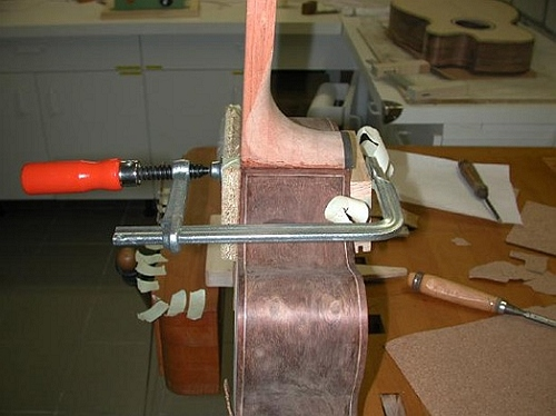Flat top body neck joint